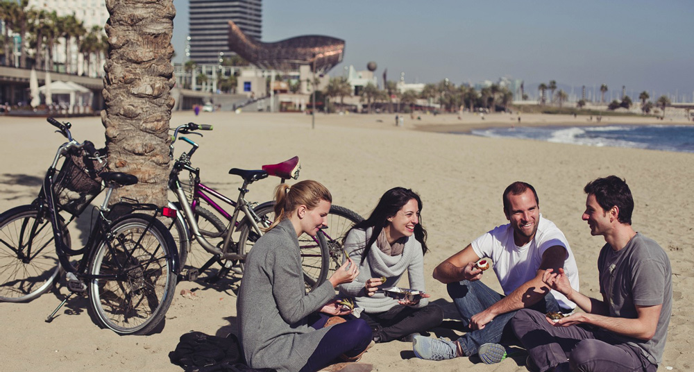 Ride a bicycle, meet some locals and enjoy the beach in winter - Barcelona Slow Travel