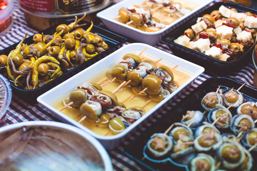 Hit the markets and taste Catalan gastronomy!